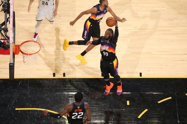 NBA: Phoenix double la mise contre Milwaukee et se rapproche d'un titre historique