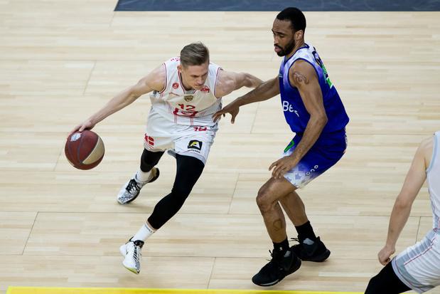 """Vrenz Bleijenbergh, le """"petit"""" belge de 2m08 qui rêve de NBA"""