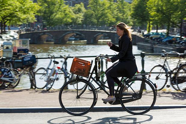 Les Pays-Bas interdisent l'utilisation du smartphone à vélo