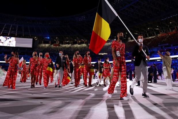 Vingt-deux athlètes belges défilent lors de la cérémonie d'ouverture