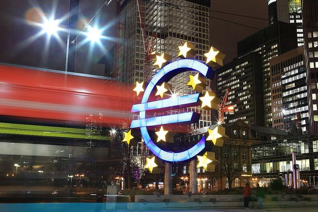 """Coronavirus: la BCE maintient ses taux, """"prête"""" à accroître ses rachats de dette"""