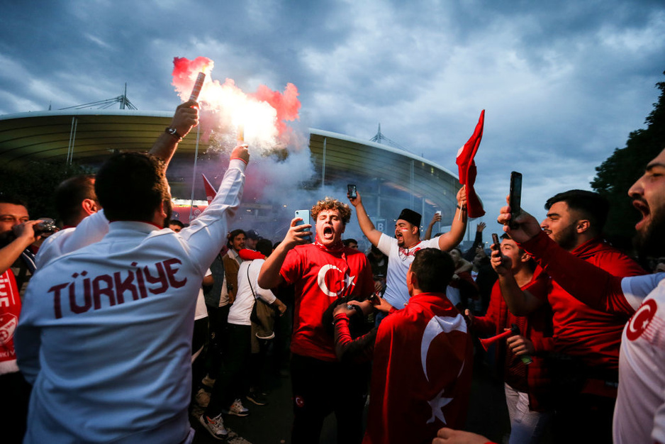 Du jamais-vu: 30.000 supporters turcs ont envahi le Stade de France (en images)