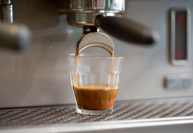 Trop de caféine durant la grossesse altère le foie du bébé