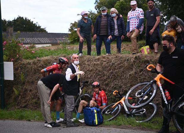 Tour de France: Les coureurs ont mis pied à terre quelques instants