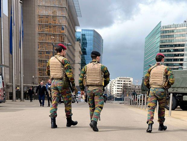 """L'armée doit retrouver de la """"robustesse"""", plaide le chef de la Défense"""