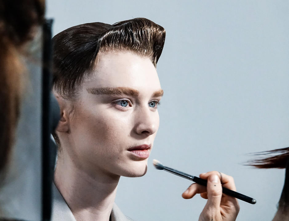 In beeld: backstage bij Haider Ackermann op de Paris Fashion Week