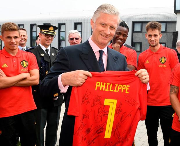 Le roi Philippe rend une visite surprise aux Diables rouges à Tubize