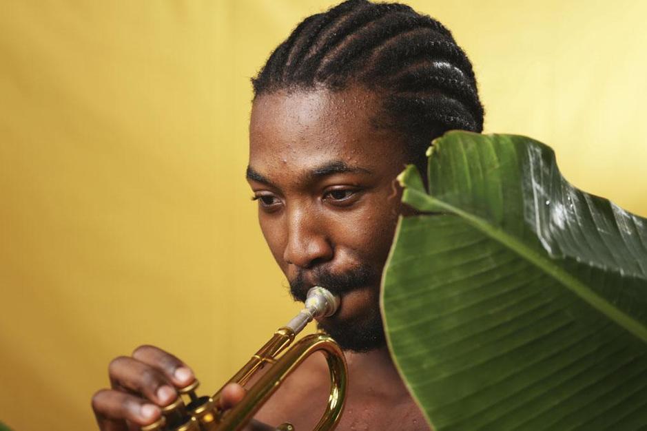 Made Kuti wurmt zich uit de schaduw van opa en afrobeatlegende Fela Kuti