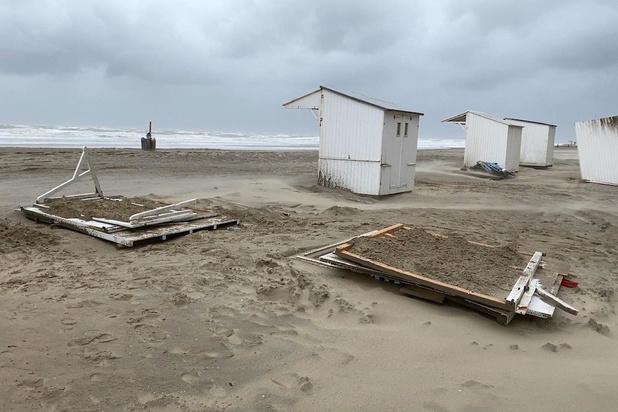Strandcabines moeten eraan geloven door stormweer