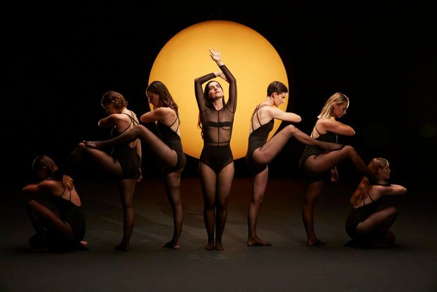 Jolien uit Lichtervelde danst in nieuwe videoclip van Eefje de Visser
