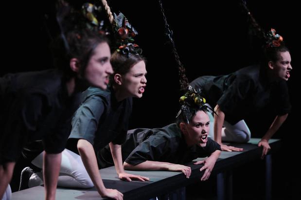 Critique scènes: Quatuor enchaîné