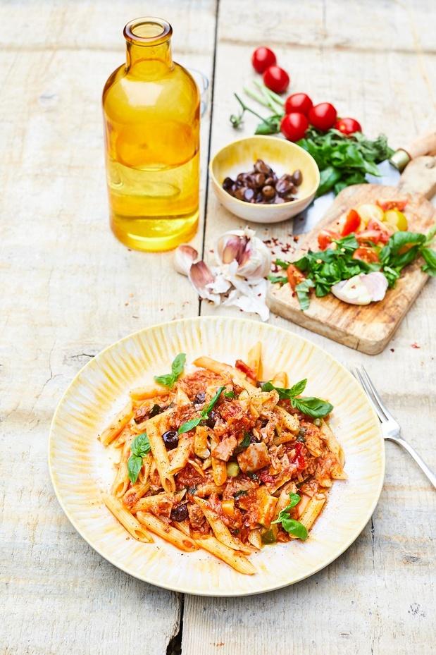 Frisse pasta met kerstomaten en tonijn uit blik