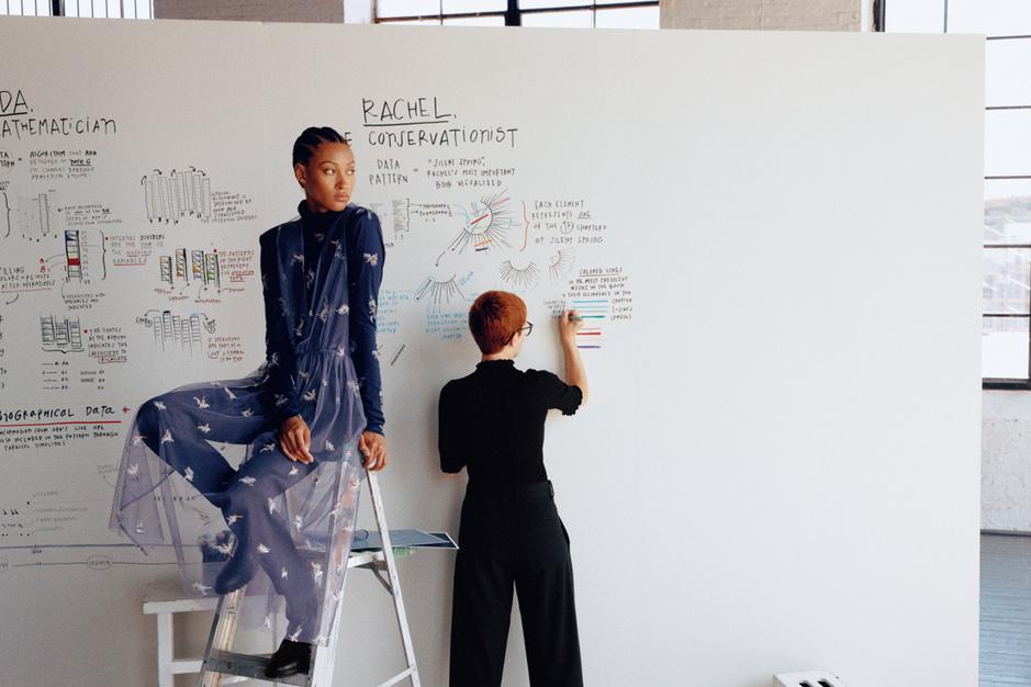 Giorgia Lupi verbindt data met mode: 'Draag een verhaal op je huid'