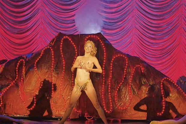 Docu 'You Don't Nomi' toont hoe stripperssprookje 'Showgirls' Amerika in zijn blootje zette