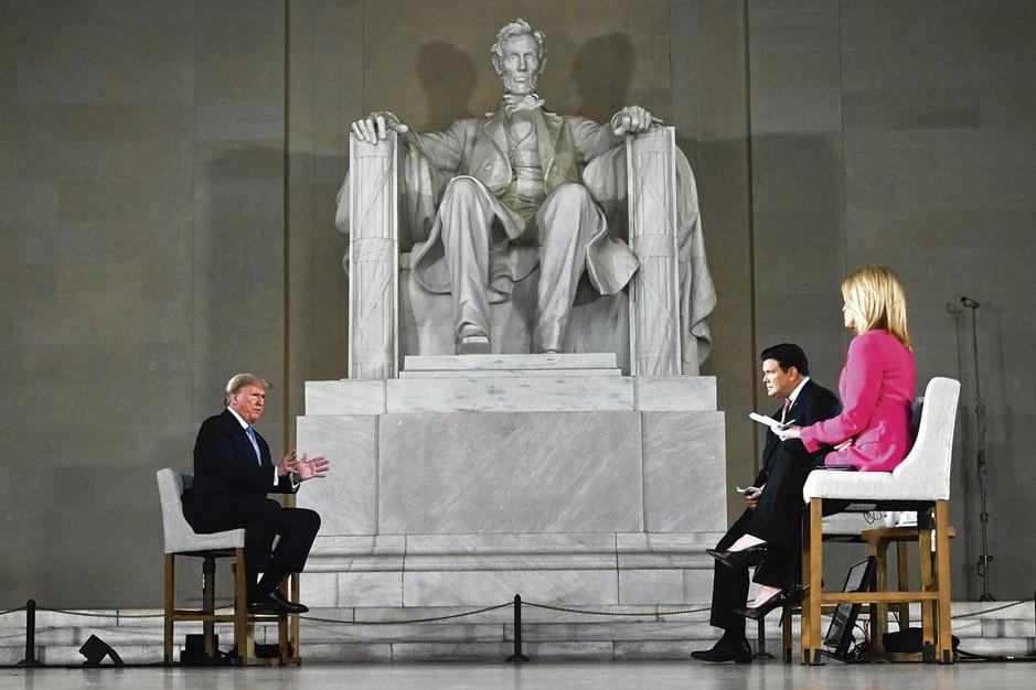 Donald Trump wil eigen media-imperium uitbouwen: 'Hij voelt zich verraden door Fox News'