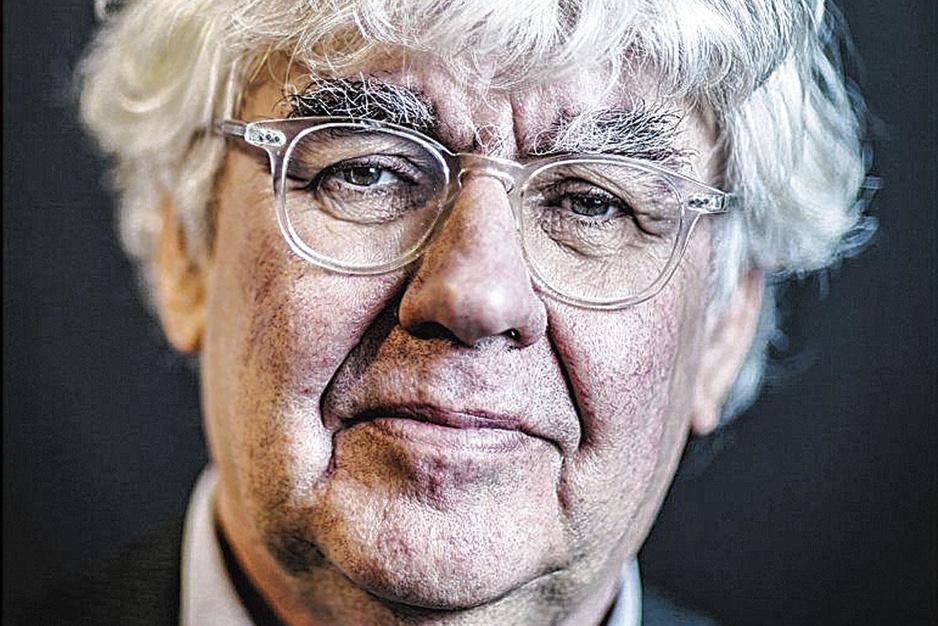 Schrijver Geert Mak: 'Werkelijke sterftecijfer in Nederland zeker dubbel zo hoog als officiële'