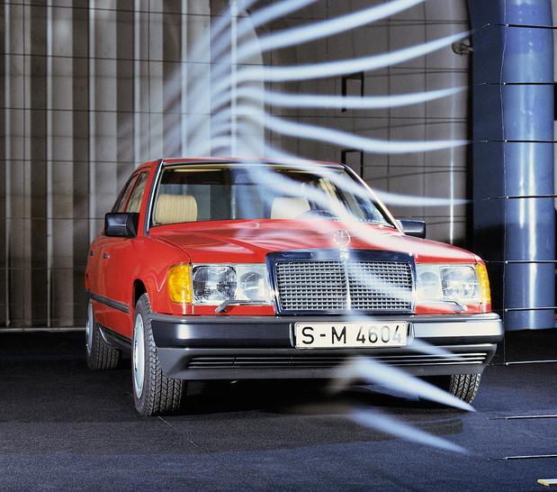 Mercedes W124, l'indestructible taxi fête ses 35 ans