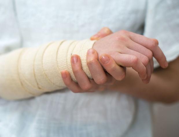 Un accident sur le chemin de travail, qui va payer les frais médicaux ?