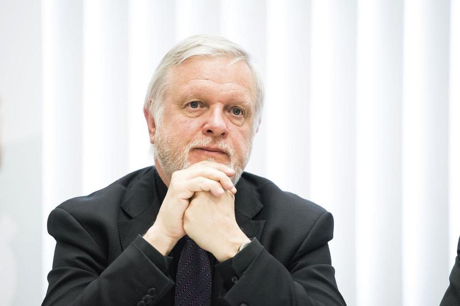 Luikse viroloog Bernard Rentier: 'We moeten het virus gecontroleerd laten circuleren'