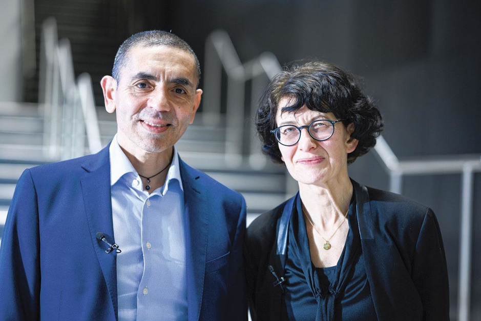 Ugur Sahin en Özlem Türeci (BioNTech): 'Zonder booster houden we deltavariant niet onder controle'