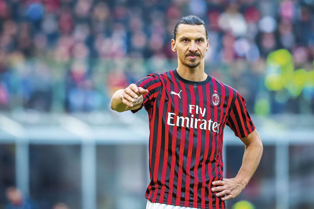 Ibrahimovic blijft een seizoen langer bij AC Milan