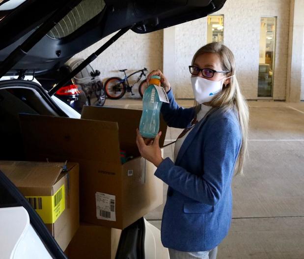 Tupperware-manager schenkt 600 ecoflessen aan het personeel van AZ ZENO