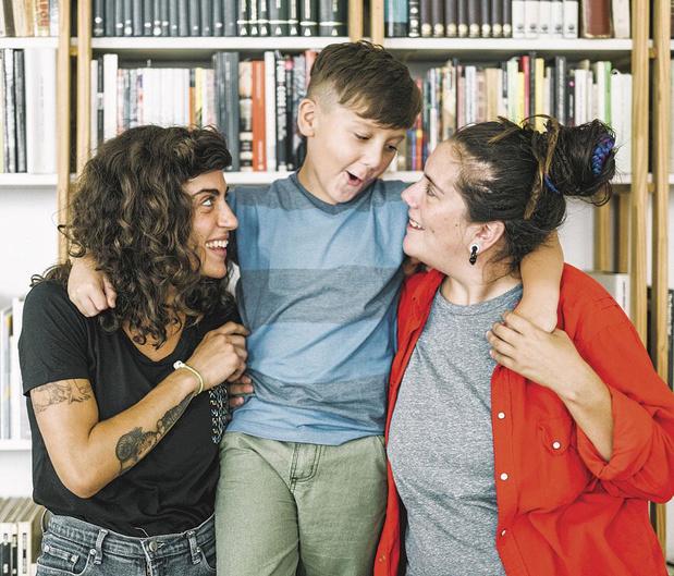 De meilleurs résultats scolaires avec deux parents de même sexe ?