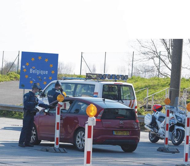 """Faut-il """"refonder"""" l'espace Schengen? (débat)"""