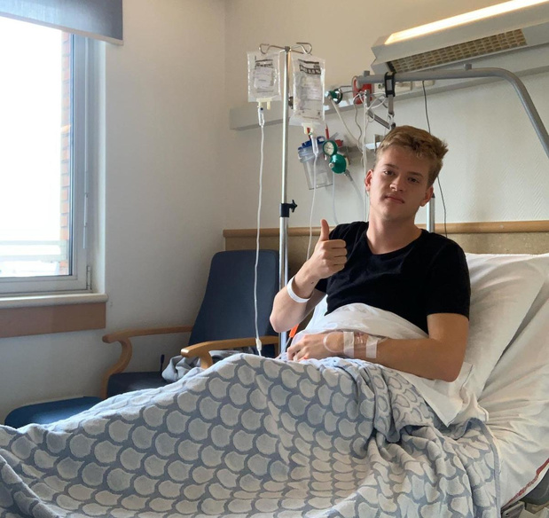 Zanger Jérémie Vrielynck herstelt van hersenvliesontsteking in Brussels ziekenhuis
