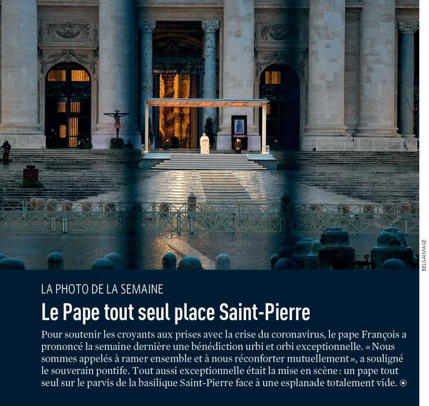 Le Pape tout seul place Saint-Pierre