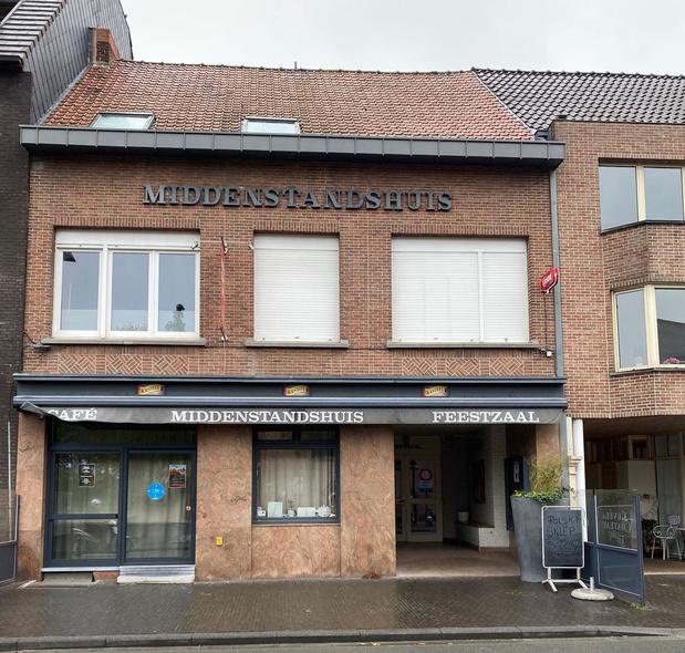 Café en feestzaal Middenstandshuis te koop voor 420.000 euro
