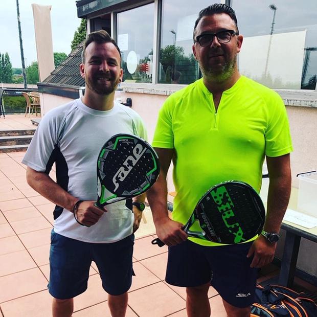 Oostendenaar Birger Vansever (45) toont nieuwe padelspelers de juiste weg