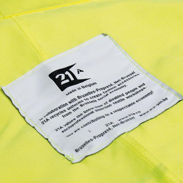 L'affaire est dans le sac: des tote bags faits avec des salopettes de Bruxelles-Propreté