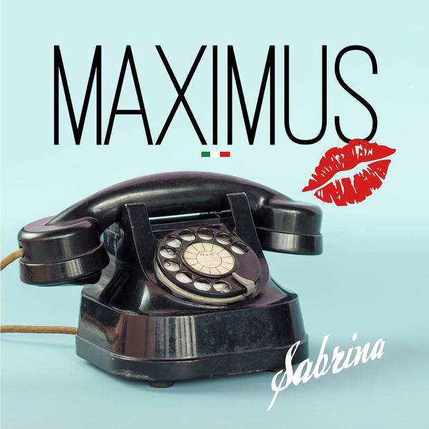 Maximus bezingt in videoclip zijn liefde voor 'Sabrina'