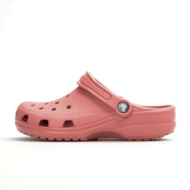 Crocs weer cool door corona