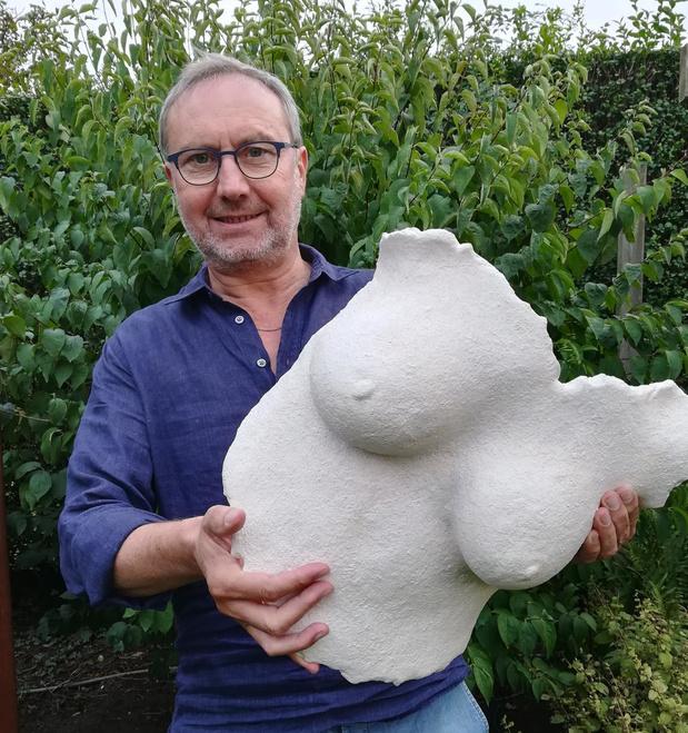 Ronny Arryn vereeuwigt de vrouwelijke schoonheid in keramiek