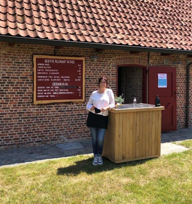 Sabine Goethals opent 'Zomercafé 2.0' in Klokhof in Loppem
