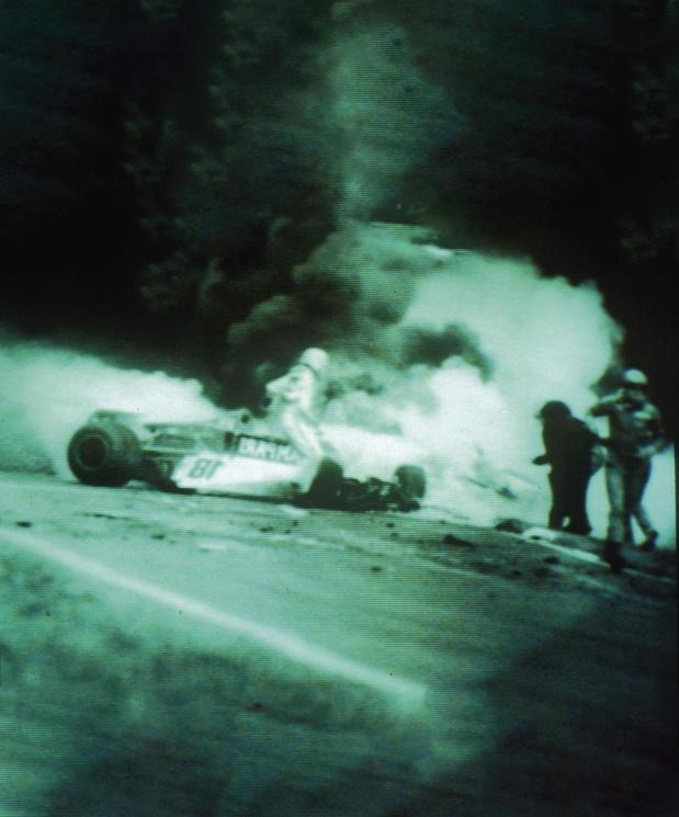 """Lauda raconte son accident dans ses mémoires: """"Je sentais que mon corps était en train d'abandonner"""""""