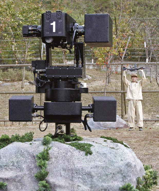 """Faut-il interdire les """"robots tueurs""""? (débat)"""