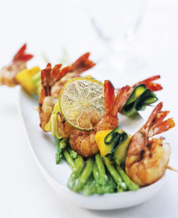 Brochettes de crevettes aux courgettes et asperges thaï
