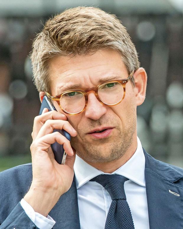 Minister van Economie Pierre-Yves Dermagne is niet te spreken over het plan van de vier grootbanken om de helft minder bankautomaten over te houden