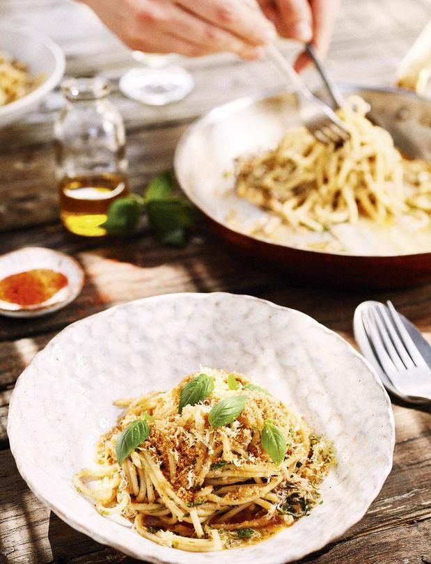 Spaghettoni au crabe royal, herbes, citron et chapelure de pain