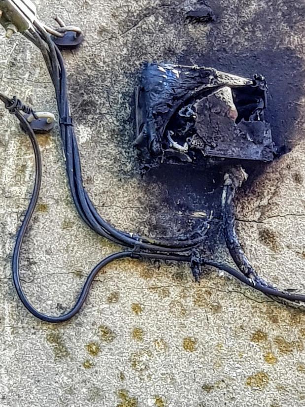 """Brand snel geblust in Tiegem """"Ik was toevallig in de buurt met de tuinslang"""""""