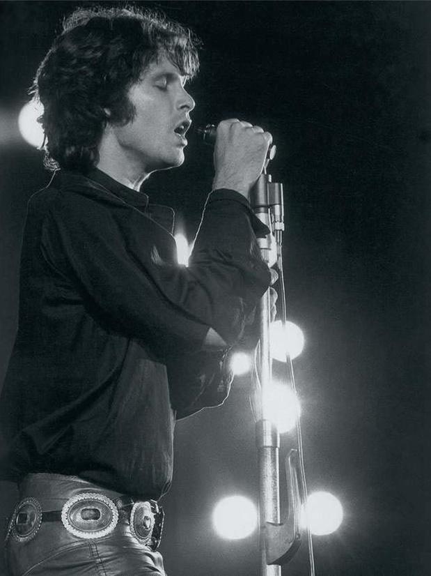 Jim Morrison aimante toujours au Père Lachaise