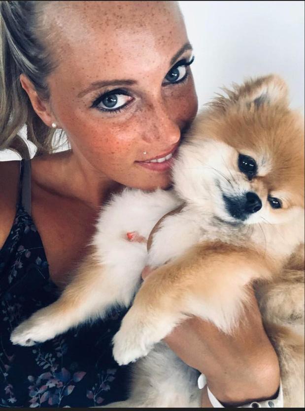 """Nicky wanhopig op zoek naar vermist hondje: """"Eerlijke vinder van Roxy krijgt 500 euro"""""""
