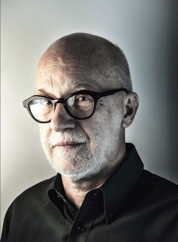 Curator Luk Lambrecht won de Ultima Beeldende Kunst