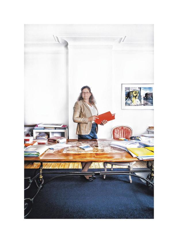 """Olivia Venet, présidente de la Ligue des droits humains : """"La pandémie est un moment démocratique raté"""" (entretien)"""