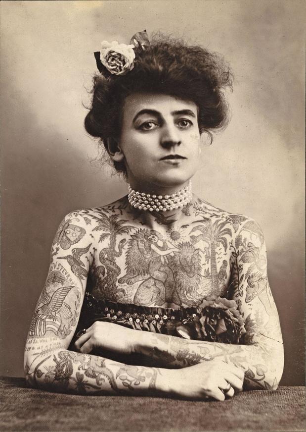Une sacrée paire de pionnières : Maud Stevens, première tatoueuse professionnelle