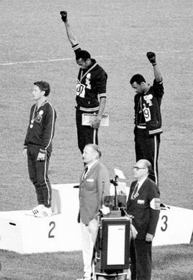 Knielen op het olympisch podium blijft verboden