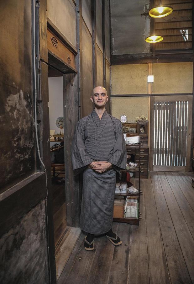 Ce Belge est devenu maître et instructeur de thé à Kyoto